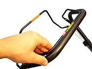 Honda IZY è dotato di comandi semplici ed intuitivi, i più facili della catagoria rasaerba.