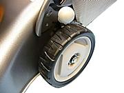Ruote Honda di qualità superiore, utilizzano una copertura in gomma resistente agli urti ed all'usura, maggiore scorrevolezza e massima presa sul terreno grazie al tassello appositamente progettato per poter affrontare ogni tipo di terreno.