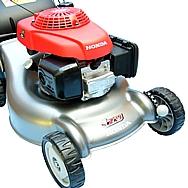 Rasaerba Honda Izy con struttura super-leggera, minore peso e maggiore resistenza al lavoro. Baricentro basso, migliore manovrabilità, raccolta dell'erba perfetta